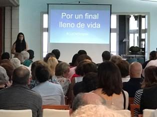 Sara Luís presentando el Acto